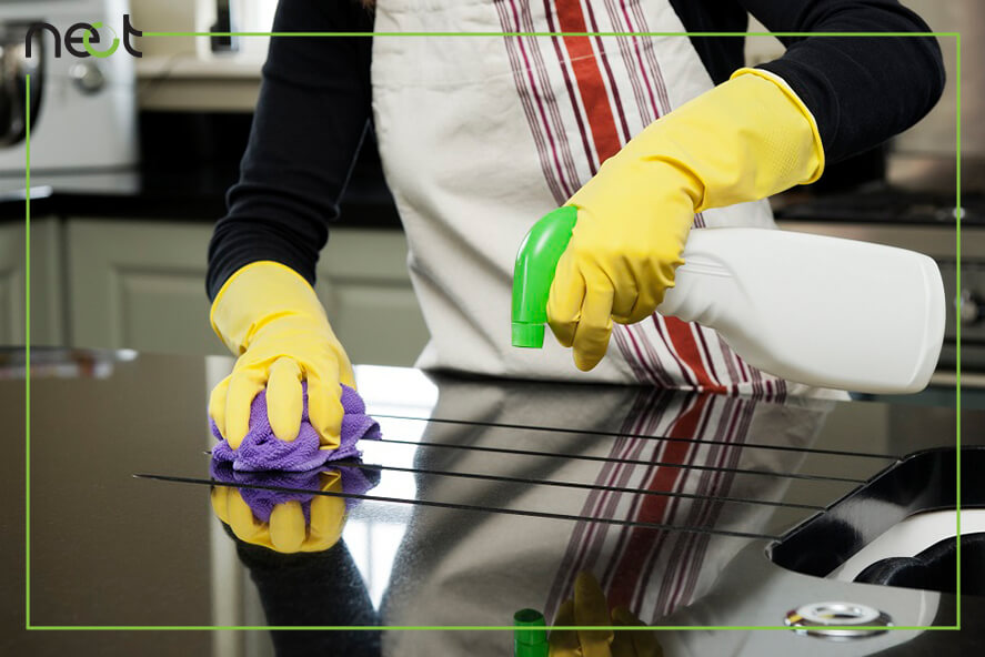 نظافتچی ماهر در نظافت منزل