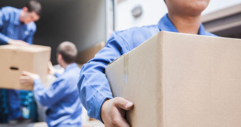 کارگر بسته بندی اسباب کشی