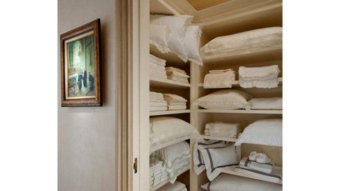طراحی داخل کمد دیواری برای رختخواب