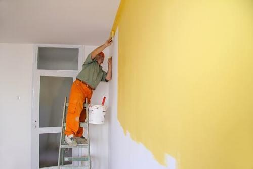 رنگ اکریلیک روی دیوار گچی