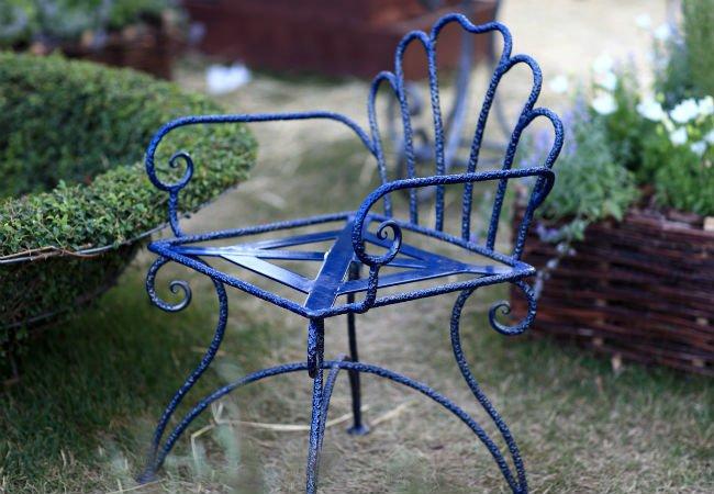 رنگ کردن صندلی فلزی