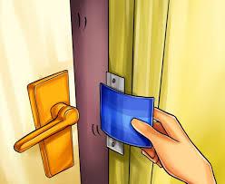 استفاده از کارتبانکی برای باز کردن قفل کمد