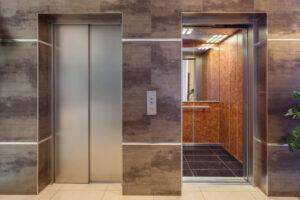 بسته نشدن درب کشویی آسانسور