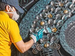 پتینه کاری روی درب فلزی