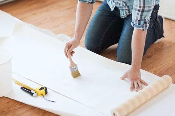 برای چسباندن کاغذ دیواری از چه چسبی استفاده کنیم؟
