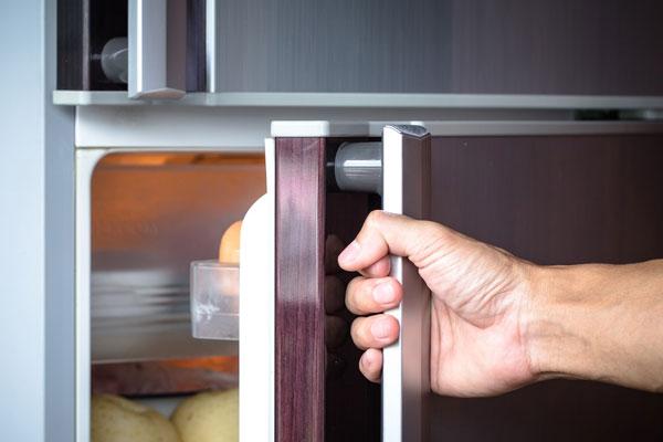 بسته نشدن درب یخچال