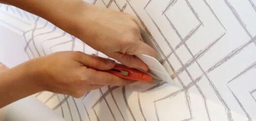 چسباندن کاغذ دیواری روی کاشی