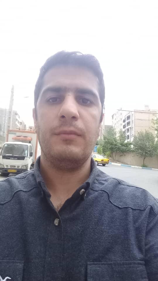 محسن قهرمانی نقاش ساختمانی و نصاب کاغذ دیواری در استاده