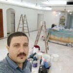 اکبر کاظمی نقاش ساختمانی در استاده