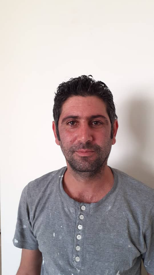 منصور فخر نقاش ساختمانی در استاده